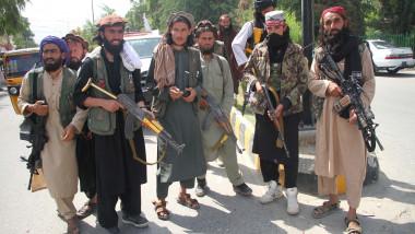 Talibani înarmați, pe străzile din Kabul