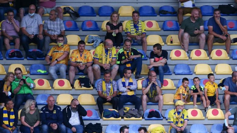 Suporteri pe un stadion din Belgia.