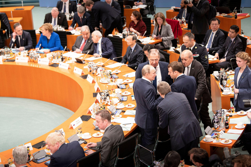 Berlin, Germany. 19th Jan, 2020. Emmanuel Macron (M), President of France, and Vladimir Putin (M-l), President of Russia, and Sergei Lavrov (M above), Foreign Minister of Russia, are talking at the Federal Chancellery at the Libya Conference. The aim of t