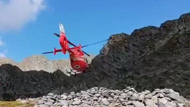 Elicopter SMURD în zbor.