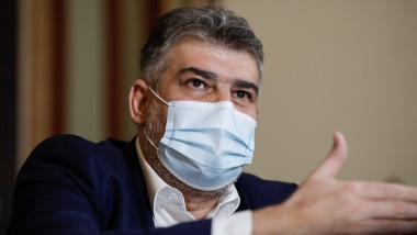 Marcel Ciolacu. cu masca pe figura
