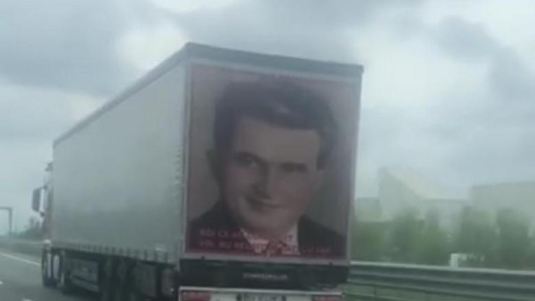 Omagiu adus lui Ceaușescu pe un TIR