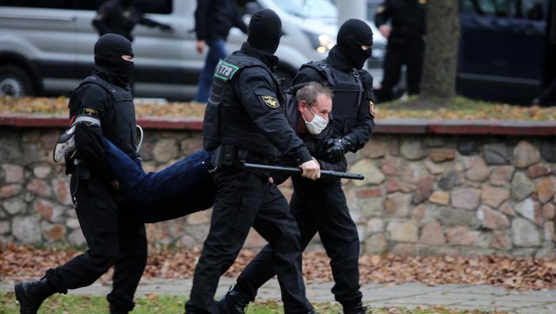 protestatar ridicat de politie in belarus