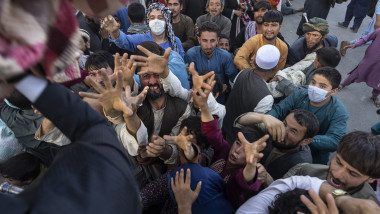 afgani pe strazile din kabul