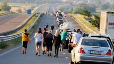 Coadă de mașini la frontieră.