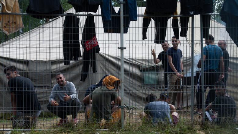 În urmă cu 15 zile, aproximativ 30 de imigranţi au instalat corturi la frontiera dintre Belarus şi Polonia