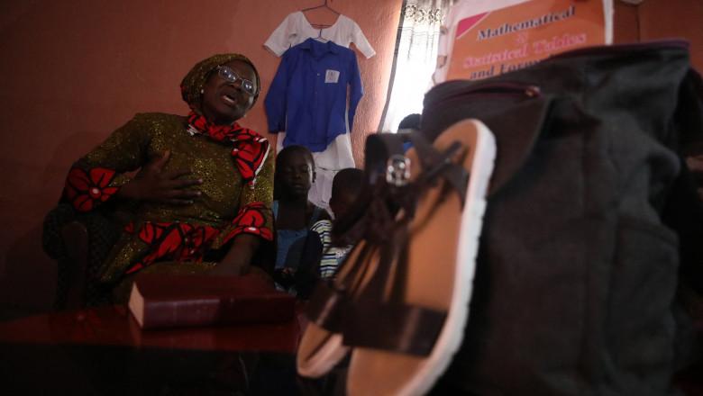"""Hassana Ayuba, unul dintre părinții elevilor liceului Bethel Baptist răpiți într-un raid organizat pe 15 iulie 2021 în statul Kaduna, nord-vestul Nigeriei. Judith, fiica lui Ayuba, se număra printre cei 140 de liceeni răpiți de grupurile de bandiți care au făcut din capturarea copiilor o """"profesie"""" care le aduce venituri substanțiale."""