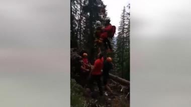 Turist salvat cu elicopterul de pe munte.