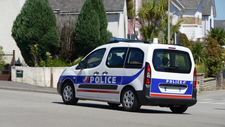 manina a politiei francezez pe stradă