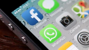 aplicatii retele sociale pe ecranul unui telefon