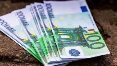 Bancnote de 100 de euro.