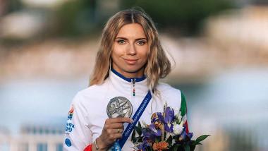 Kristina Țimanovskaia și medalia câștigată în 2019