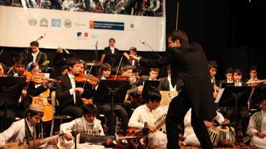 william harvey dirijeaza o orchestra afgana