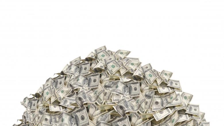 gramada de bancnote de 100 de dolari