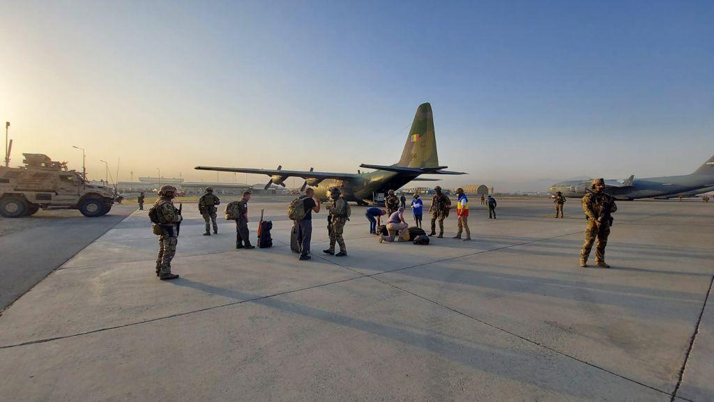 evacuare-roman-afganistan-avion-MAPN3