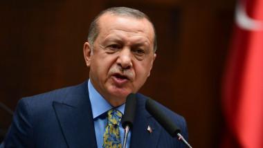 Erdogan ține un discurs.