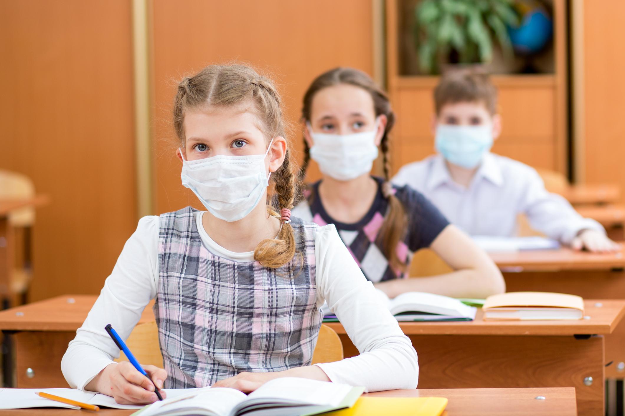 Ministerul Educației: Peste 16 mii de copii și 5.400 de profesori și angajați din învățământ, confirmați cu Covid-19