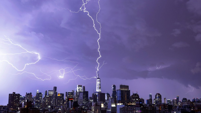 Clădirea One World Trade Center a fost lovită de fulger