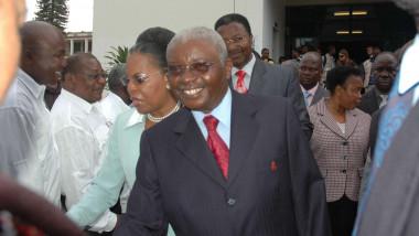 Armando Guebuza, presedintele mozambic, la o adunare electorala cu alegatorii