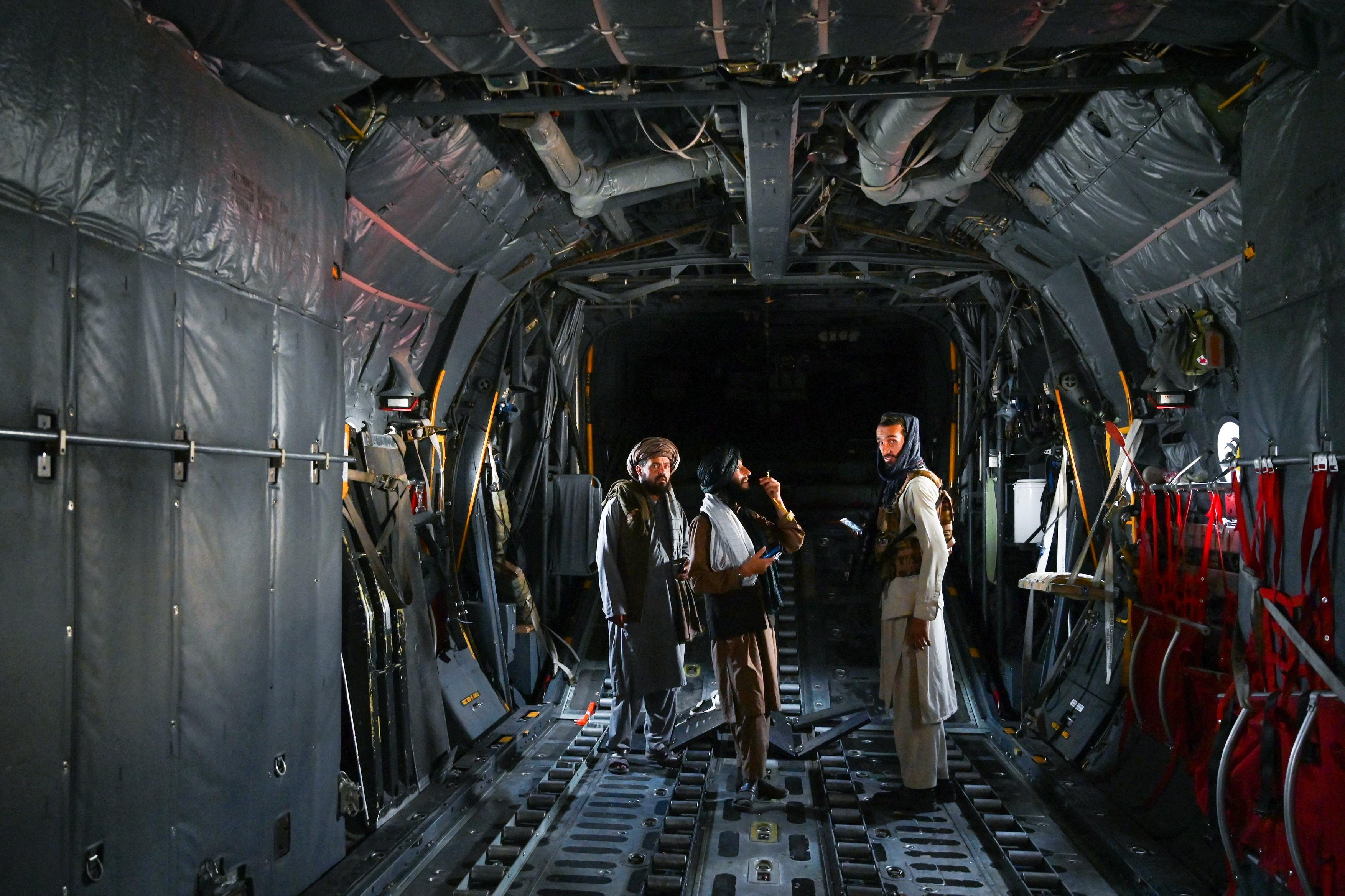 talibani-aeroport-profimedia12