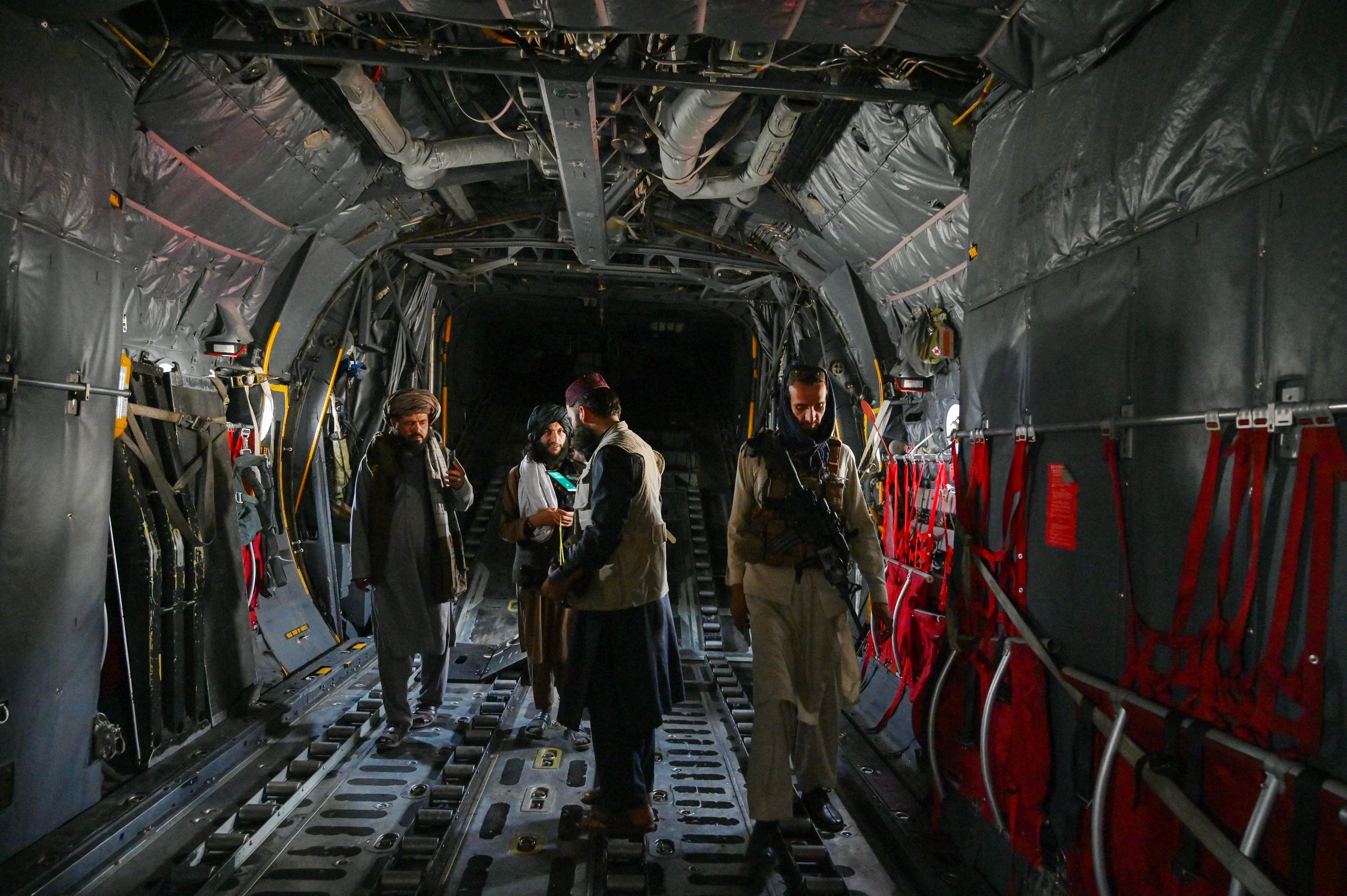 talibani-aeroport-profimedia11