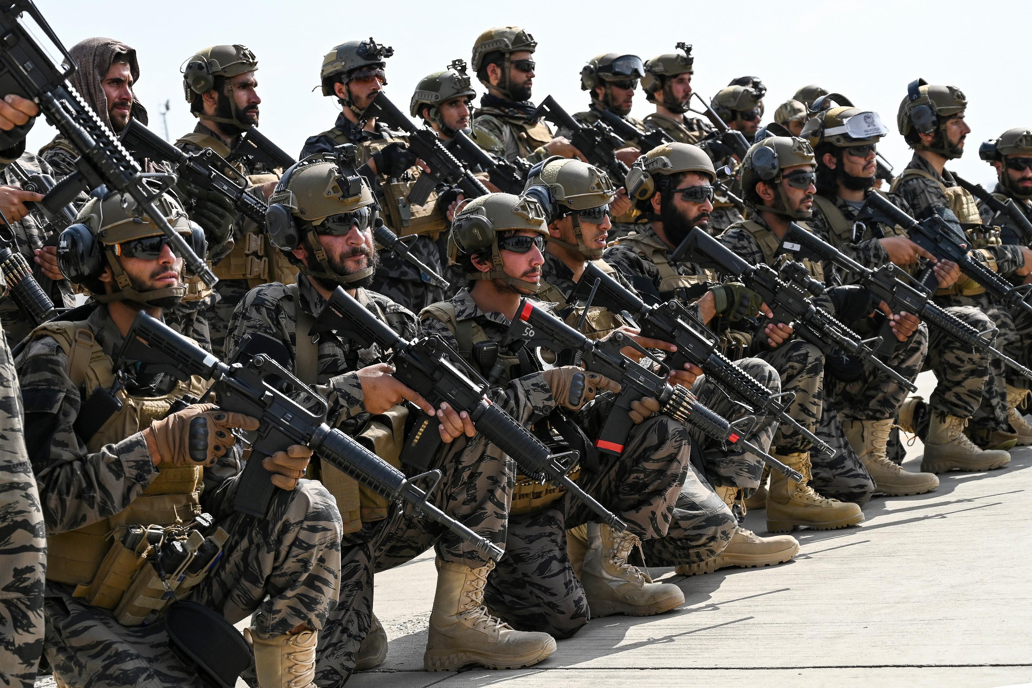 talibani-aeroport-profimedia10