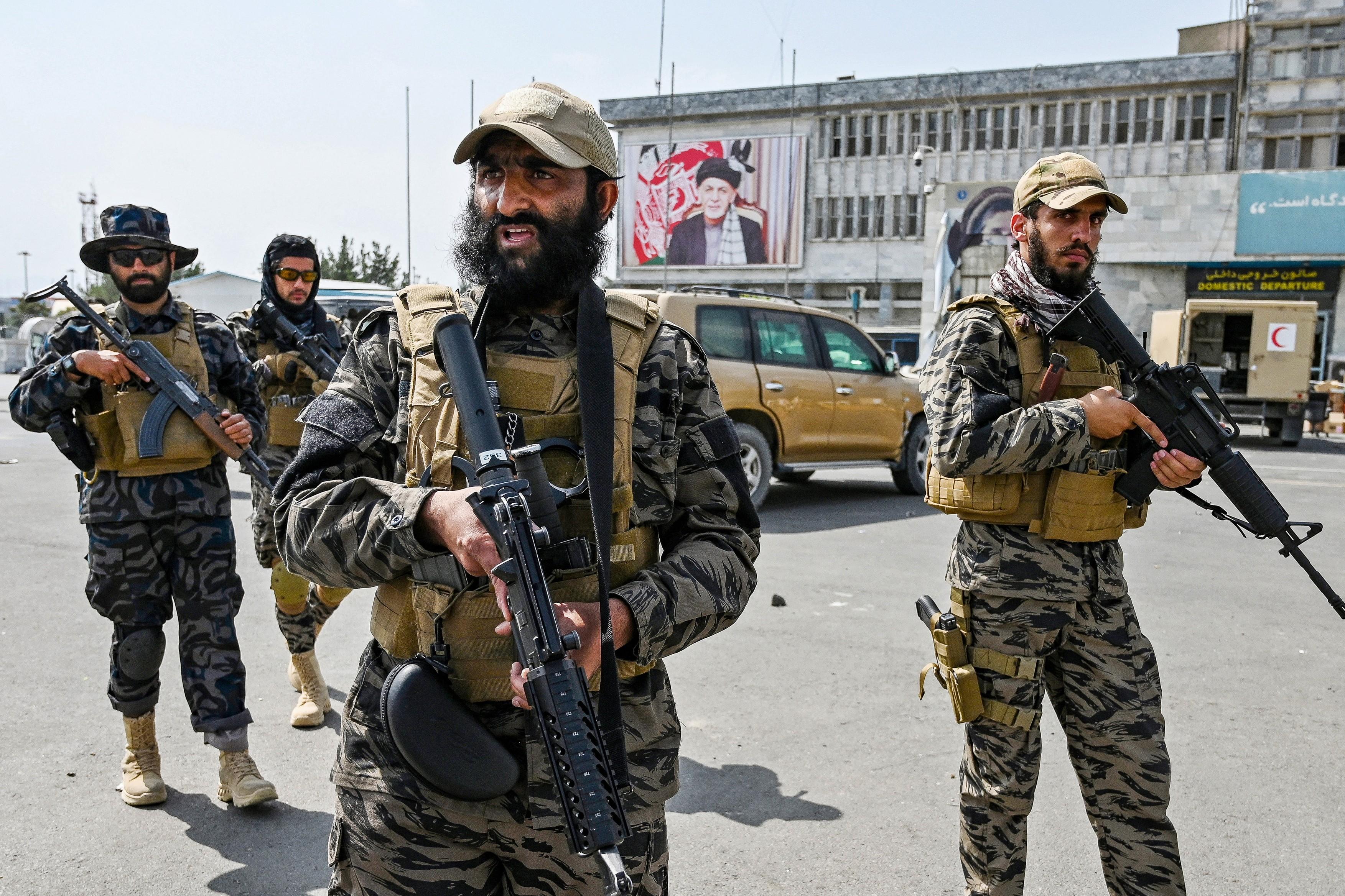 talibani-aeroport-profimedia8