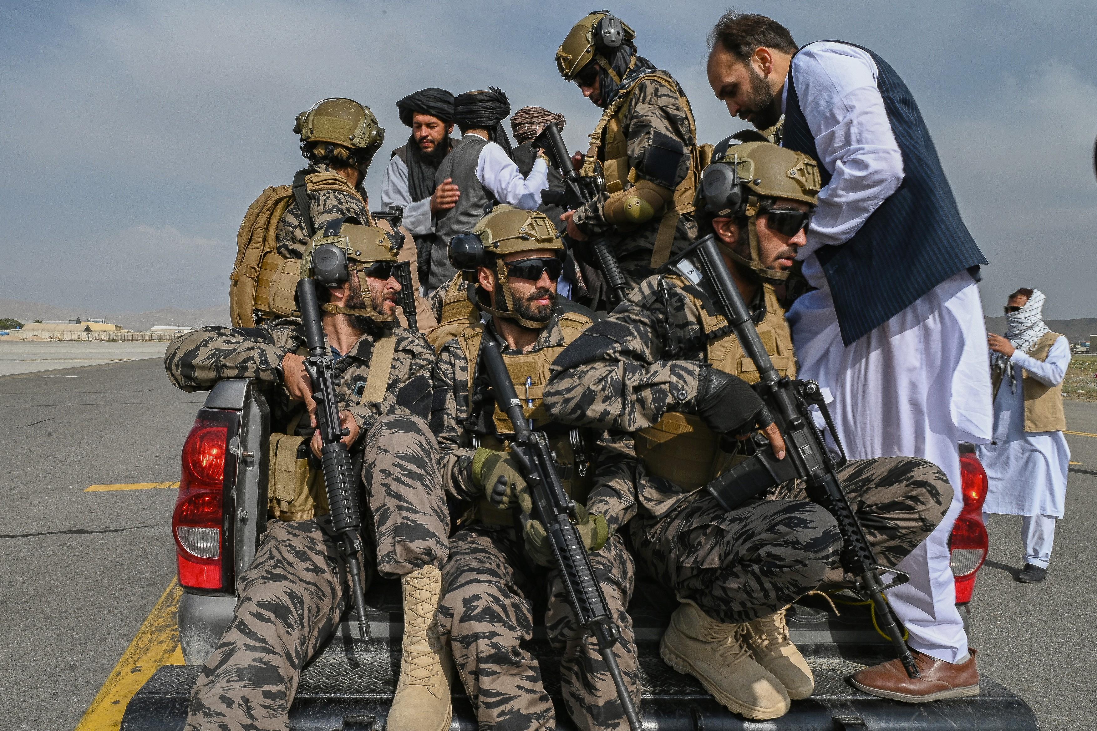 talibani-aeroport-profimedia5