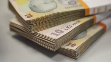 Teancuri de bancnote de 10 lei.