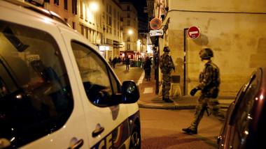 politie pe strazi in noaptea de 13 spe 14 noiembrie 2015 dupa atentatele din paris