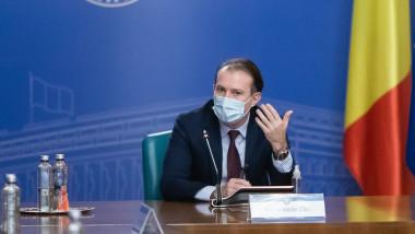 Florin Cîțu conduce o ședință de Guvern.