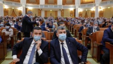 Sorin Grindeanu și Marcel Ciolacu în Parlament.