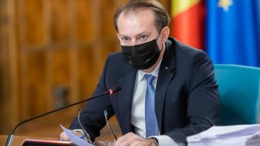 Florin Cîțu la o ședință de guvern.