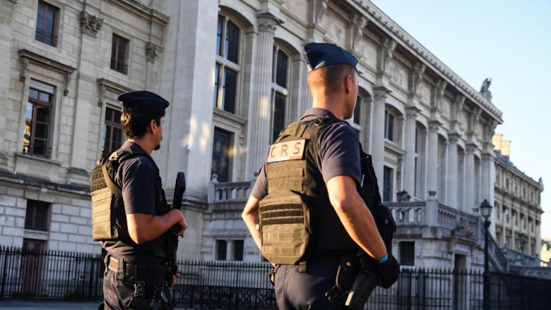 Palatul de Justiție din Paris, unde se va judeca procesul atentatelor de la Bataclan și Stade de France, este păzit de polițiști.