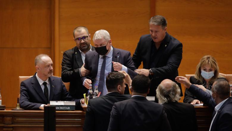 Florin Roman, îndepărtat de la microfonul Parlamentului