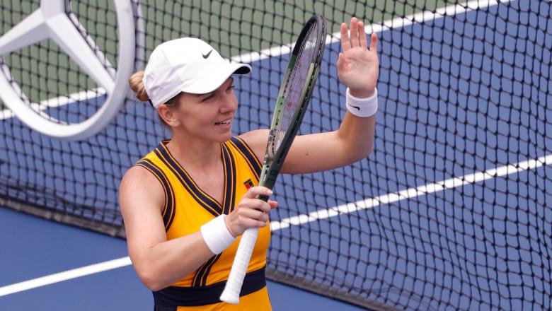 Simona Halep salută publicul de la US Open.
