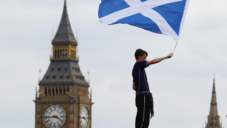 drapelul scotiei si big ben din londra