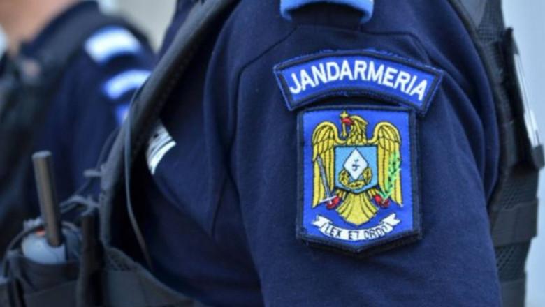 Jandarmi pe stradă.