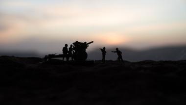siluete soldati