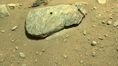 roverul Perseverance, trimis de NASA pe Marte, pare că a reuşit să preleveze un eşantion dintr-o rocă marţiană.