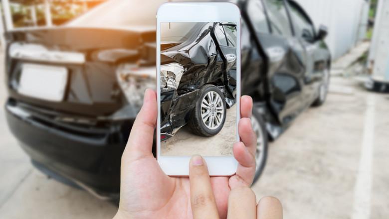 Mașină lovită în accident.