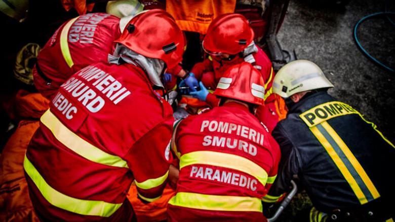 Un echipaj SMURD intervine la un accident.