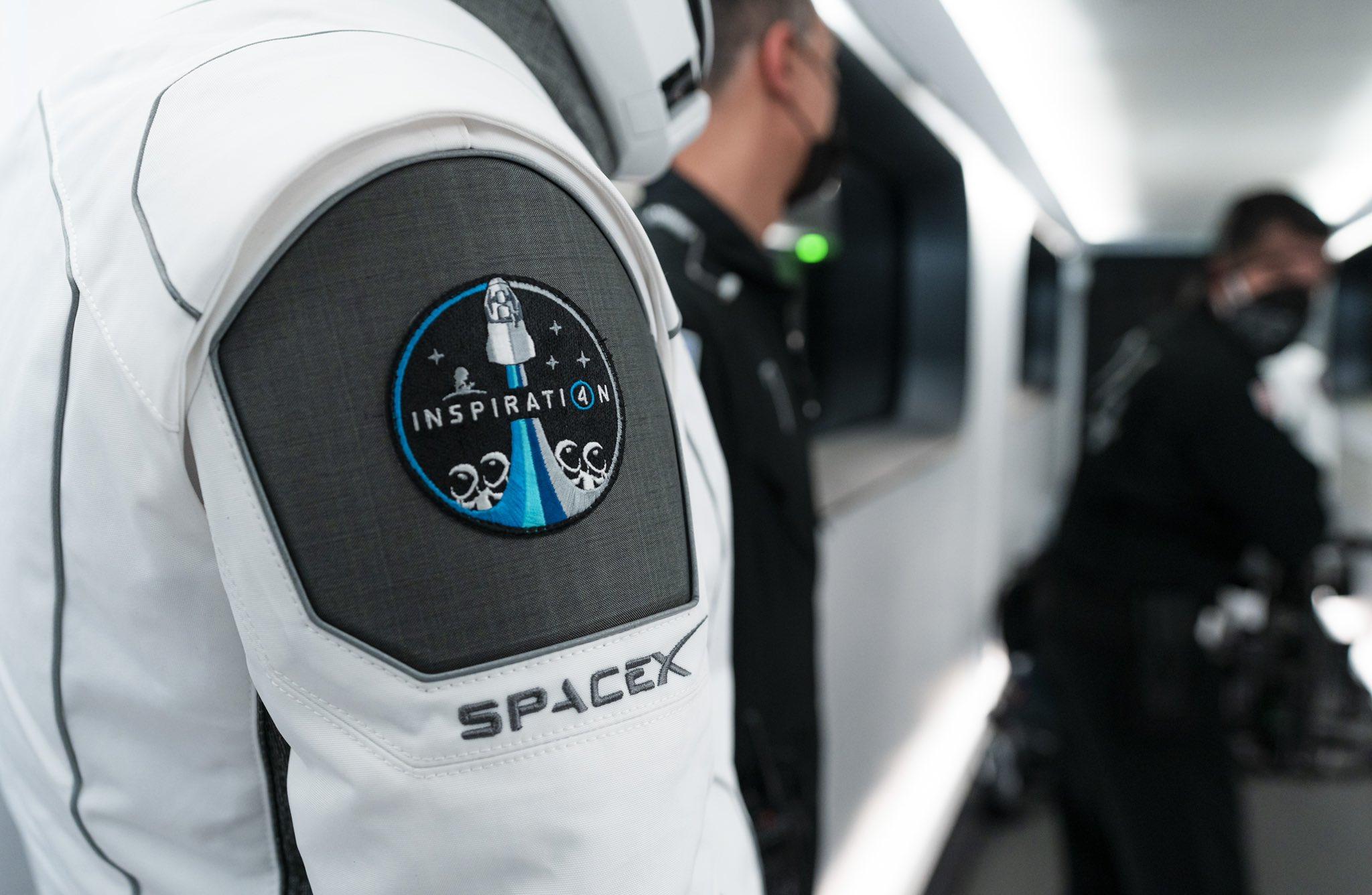 """Inspiration 4, misiunea care va lansa pe orbita primul echipaj alcatuit doar din """"civili"""" care nu sunt astronauti profesionisti"""
