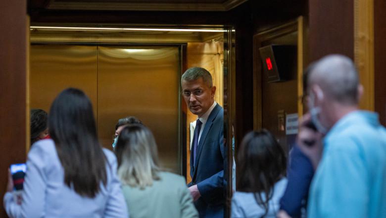 dan barna in lift_INQUAM_Photos_Ilona_Andrei