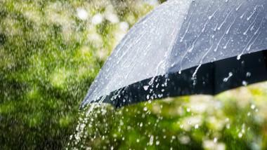 umbrela sub ploaie