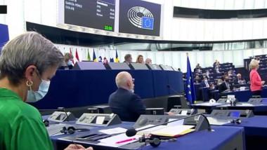 ccomisar UE care tricoteaza