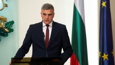 Prim-ministrul interimar Stefan Yanev vorbește în timpul unei ceremonii oficiale la Sofia.