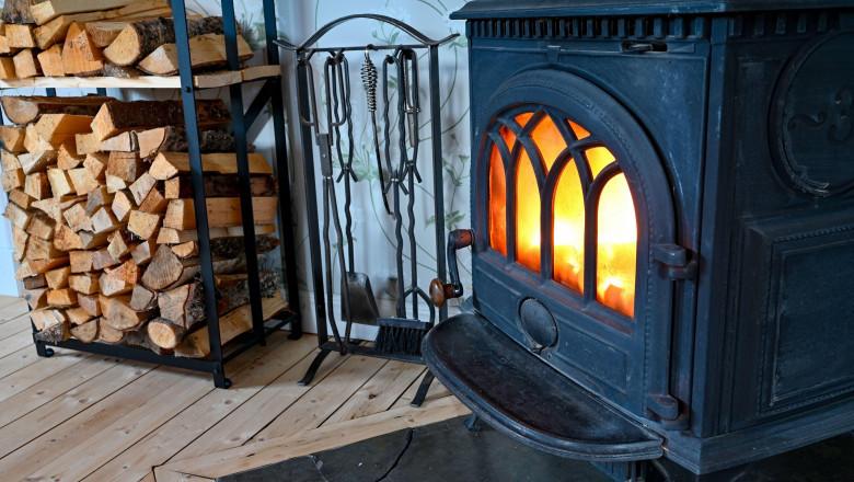 soba si lemne de foc taiate