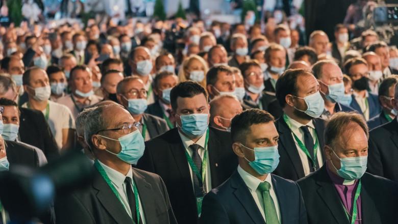 Participanții la Congresul UDMR desfășurat vineri la Sângeorgiu de Mureş. Sursă foto: UDMR/ Facebook