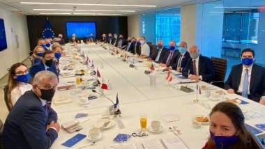Întâlnirea dintre delegația română și cea americană.